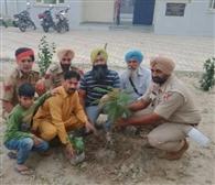 ्रफुलवाड़ी टीम ने नई पुलिस चौकी में पौधे लगाए