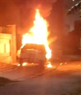 बुलेट सवार बदमाशों ने कार में लगाई आग, ब्लास्ट होने पर टूटे घरों के शीशे
