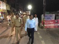 डीएम व एसपी ने शहर में पैदल मार्च करके परखी सुरक्षा व्यवस्था