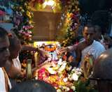 वृंदावन पहुंचीं महाप्रभु की चरण पादुका, गूंज रहा बांके की नगरी में हरिनाम संकीर्तन Agra News
