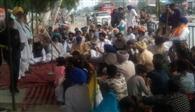 बड़बर के सरकारी स्कूल के डीपीई के तबादने के विरोध में धरना जारी