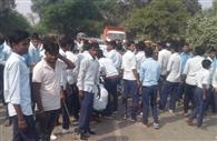 छात्रा के घायल होने पर छात्रों ने लगाया जाम