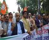 Delhi Water Quality: भाजपा ने केजरीवाल सरकार के खिलाफ खोला मोर्चा, पानी का सेंपल लेकर प्रदर्शन