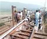 रेलवे पुल पर बने ट्रैक में गड़बड़ी के कारण उछला मालगाड़ी का पहिया, दामोदर में गिरने से बची Dhanbad News