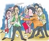 रायबरेली में मनचले को छात्रा के परिजनों ने सिखाया सबक, सरेआम लात-घूंंसों से पीटा Raebareli News