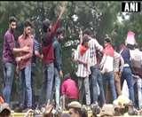 JNU Students Protest Day 4 : ABVP से जुड़े छात्रों का विरोध प्रदर्शन, फीस कम करने की मांग