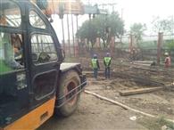 पिलर फाउंडेशन को 50 कुंतल लोहे का सर्किल जमीन में उतारा