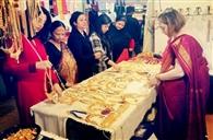 खादी के प्लाजो के साथ स्मार्ट साड़ी आ रही पटनाइट्स को पसंद