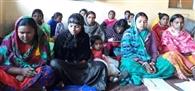सखी मंडल की दीदीयों को फॉर्म भरने की दी गई जानकारी