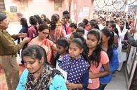 प्रश्नपत्रों के पैकेट बदल जाने से चार परीक्षा केंद्रों पर मची अफरातफरी