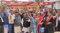 शिक्षकों ने सरकार के विरोध में की जमकर नारेबाजी
