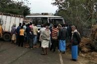 पिकअप व बस में भिड़ंत, आधा दर्जन यात्री जख्मी