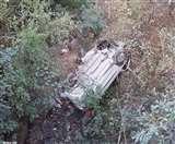 जम्मू कश्मीर में भीषण सड़क हादसा, गहरी खाई में गिरी कार; 9 की मौत और कई घायल