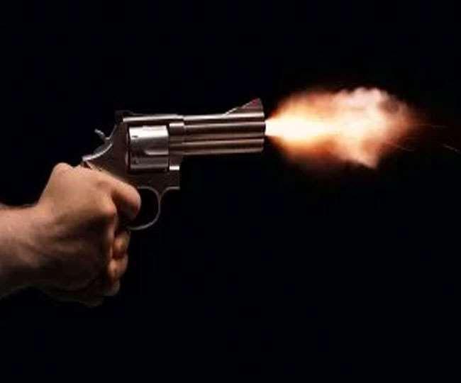 चार महिलाओं की गोली मारकर हत्या कर दी।
