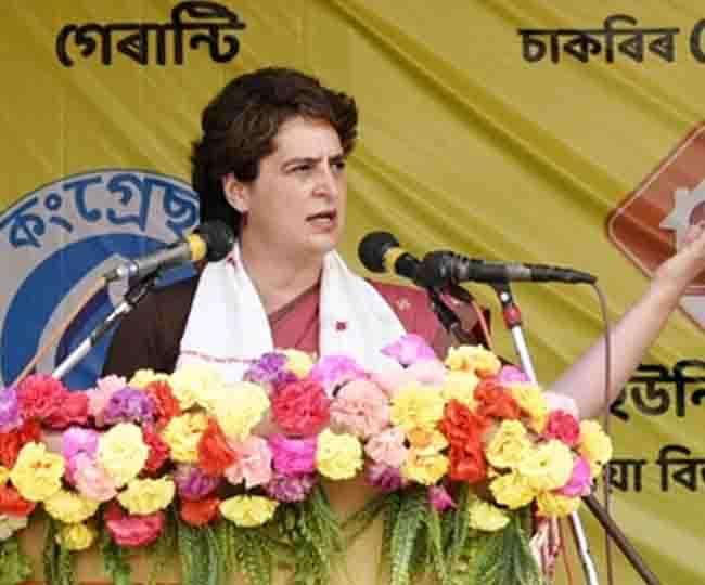 असम के चुनावी जनसभा में बोलती हुईं प्रियंका गांधी वाड्रा