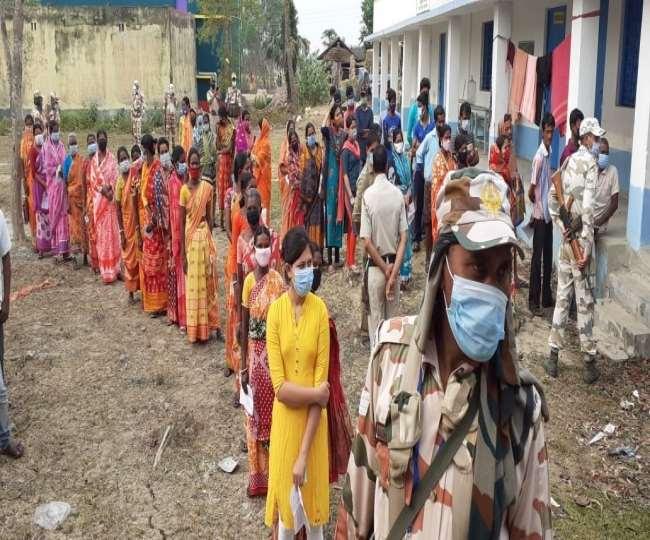 बंगाल विधानसभा चुनाव के छठे चरण का मतदान ।
