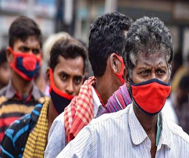 भारत में कोरोना की दूसरी लहर बेकाबू हो चुकी है। (फोटो: दैनिक जागरण)