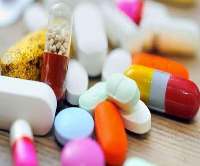 अब दवाइयों और दूसरे जरूरी चिकित्सकीय उपकरणों की कमी ने चिंता बढ़ा दी है