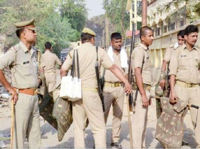 बंगाल में छठे चरण के बीच छिटपुट हिंसा का दौर जारी है।