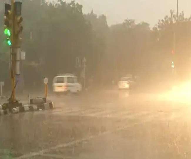 मौसम विभाग ने कई राज्यों में तेज हवा के साथ बारिश की चेतावनी जारी की है (फाइल फोटो)