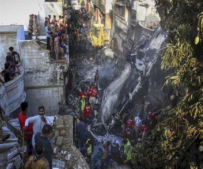 Pakistan PIA Plane Crash News: रिहाइशी इलाके पर गिरा विमान, अधिक संख्या में हुईं मौतें; पीएम मोदी ने जताया दुख