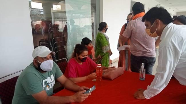 COVID Vaccine: भारत की नई कोरोना वैक्सीन नीति का पहले  दिन रिकॉर्ड हुए 85L डोज, देखें पीएम मोदी का ट्वीट