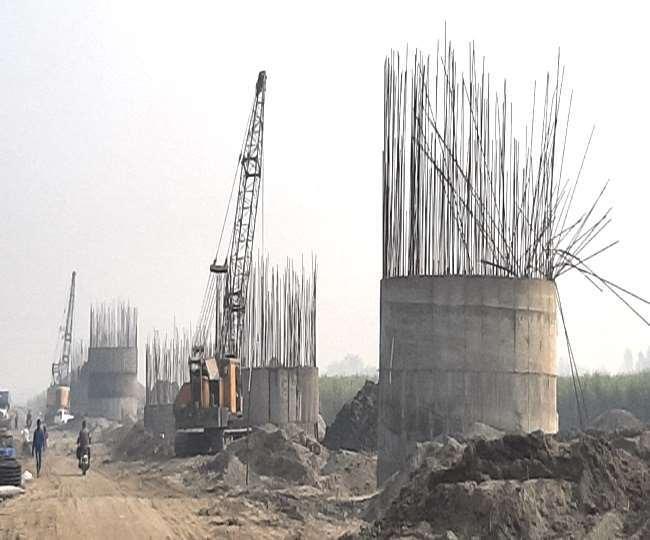 हरियाणा-उत्तर प्रदेश के लिए यमुना नदी में बन रहा पुल।