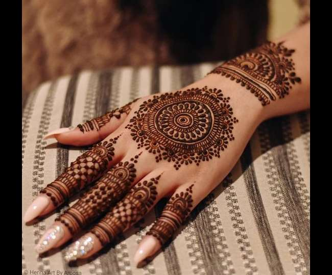 seedhe haath ki mehndi design