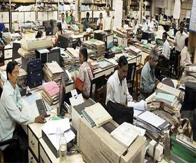 मध्य प्रदेश की शिवराज सरकार कर्मचारियों को शासकीय सेवा