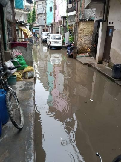 वर्षों से है सीवर की समस्या, नहीं हो रहा समाधान - Delhi New Delhi City  Local News