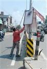 चुनाव आयोग के आदेश पर प्रशासन ने हटाए होर्डिंग्स व पोस्टर