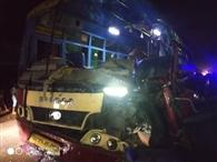 सरिया लदे ट्रक में घुसी रोडवेज, छह यात्री घायल