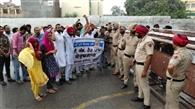 बेरोजगार बीएड अध्यापकों का सरकार के खिलाफ प्रदर्शन