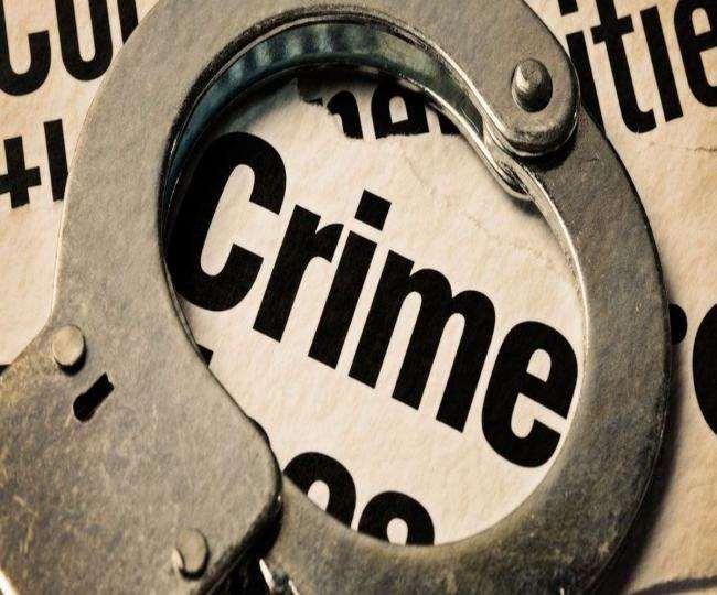 पुलिसकर्मियों ने बदमाशों का पीछा कर तीन में से दो आरोपितों को दबोचा।