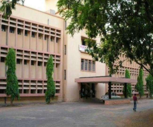 झारखंड में आदित्यपुर में स्थित एनआटी जमशेदपुर का प्रशासनिक भवन।