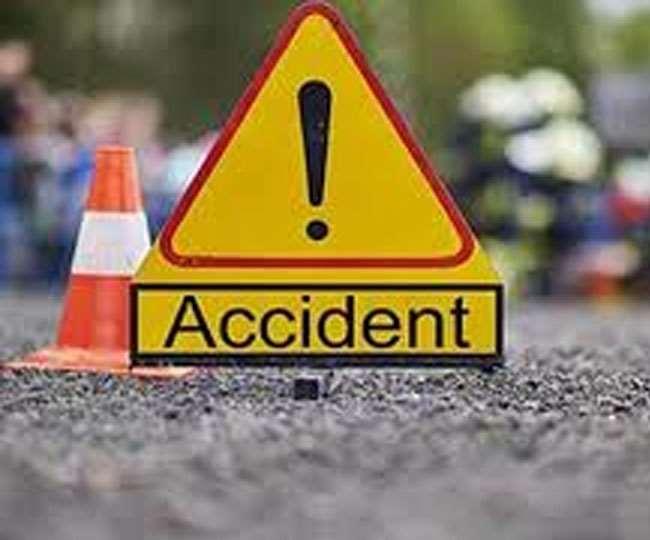 दिल्ली से सटे पलवल में सड़क दुर्घटना में दो छात्र समेत तीन लोगों की मौत