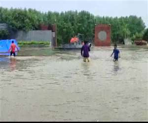 मौसम विभाग ने दिल्ली सहित कई इलाकों में भारी बारिश की चेतावनी जारी की है (फोटो एएनआई)