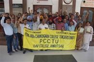 डीएवी मैनेजमेंट के खिलाफ मुखर हुए कॉलेजों के अध्यापक