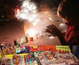 पटाखे जलाने से पहले जान लें उसका असर, दिवाली के दो माह तक दूषित रहती है हवा Gorakhpur News