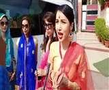 शर्मनाक: ताज महल पर महिला पर्यटक से बदसलूकी, फोटग्राफर्स ने बनाया फोटो खींचने का दवाब Agra News