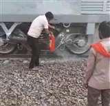 गाजीपुर में बर्निंग ट्रेन होने से बची अंत्योदय एक्सप्रेस, पायलट ने अग्निशमन यंत्र से आग पर पाया काबू
