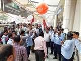 बाबतपुर एयरपोर्ट के निजीकरण के विरोध में कर्मचारियों ने परिसर में दिया धरना, प्रदर्शन और नारेबाजी