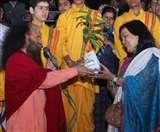 अभिनेत्री सुष्मिता मुखर्जी पहुंचीं परमार्थ निकेतन, गंगा आरती में किया सहभाग