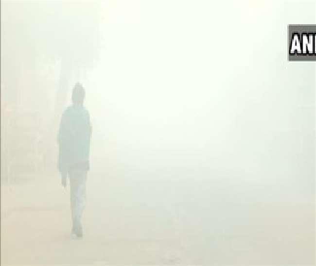 देश में कड़ाके की ठंड, उत्तर भारत में जारी रहेगी शीतलहर, जानें आज कैसा रहेगा मौसम