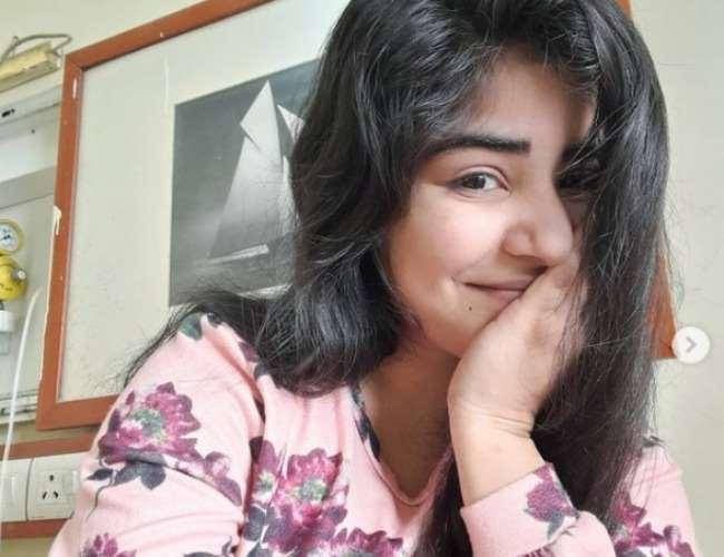 Shikha Malhotra Health FAN Actress Recovering After Paralytic Attack Worked  In Mumbai Hospital During Coronavirus Pandemic