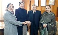 सतीश कुमार आहूजा चेरिटेबल ट्रस्ट ने कॉलेज को दिए 50 हजार रुपये
