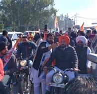 यूथ कांग्रेस ने सीएए और एनआरसी के विरोध में निकाली बाइक रैली