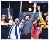Indian Idol 11: अपनी गायकी से आदित्य रॉय ने बांधा समां, तो कंटेस्टेंट ने दिशा को किया प्रजोज, देखें Video
