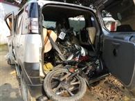 बेकाबू कार की टक्कर से होमगार्ड की मौत, सिपाही गंभीर