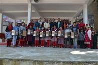गलोड़ स्कूल के मेधावियों को दिए लैपटॉप